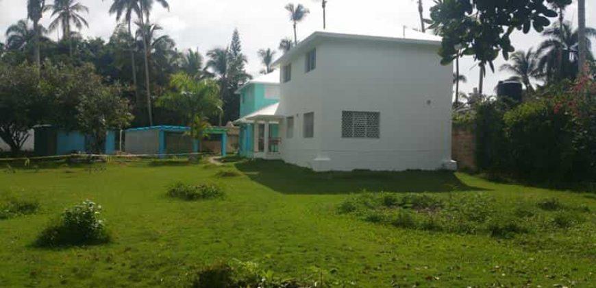 Vendesi villa con terreno a 200 metri dal mare a Las Terrenas